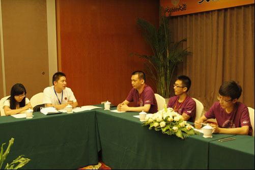 玩家代表与开发组就位讨论议题